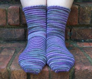 Picot edge socks 008 crop